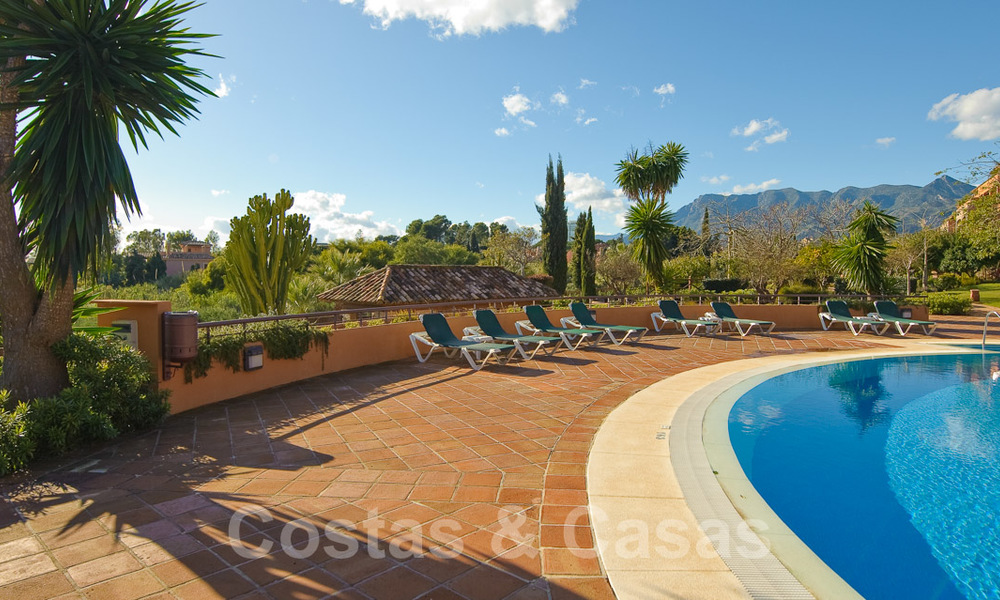 Gran Bahia: Luxury apartments for sale near the beach in a prestigious complex, just east of Marbella town 23004