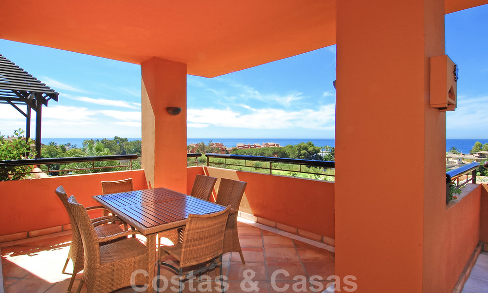 Gran Bahia: Luxury apartments for sale near the beach in a prestigious complex, just east of Marbella town 23010