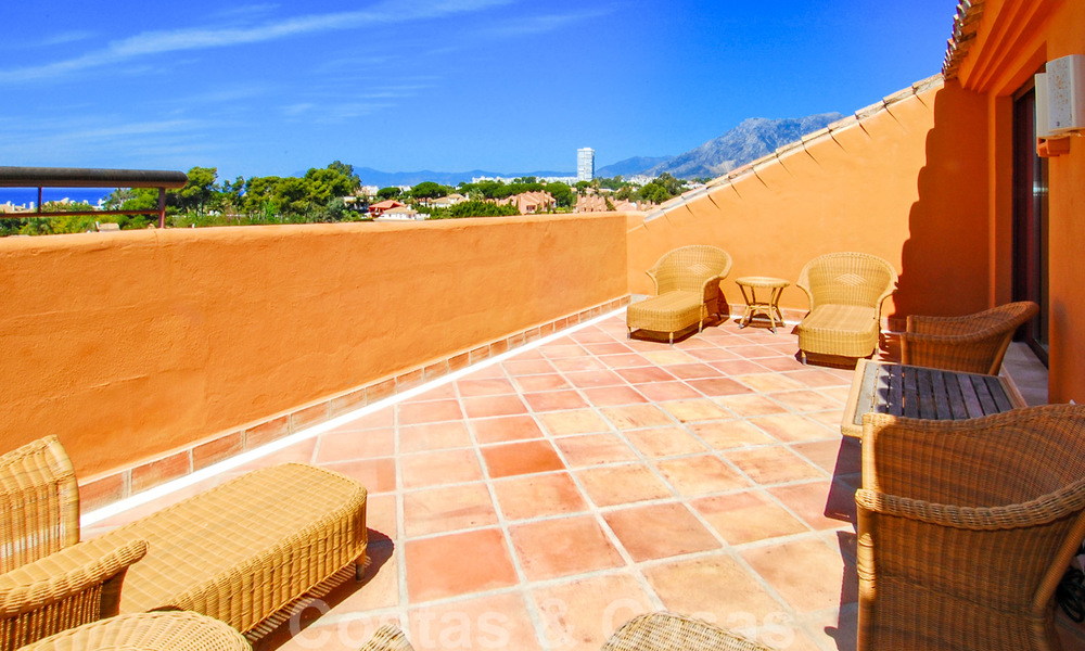 Gran Bahia: Luxury apartments for sale near the beach in a prestigious complex, just east of Marbella town 23021