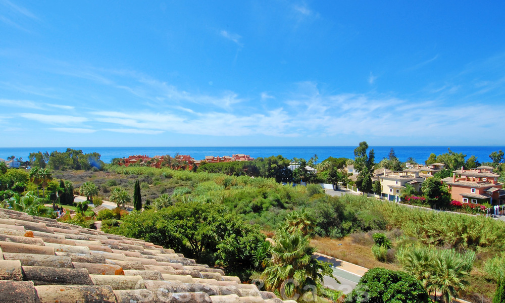 Gran Bahia: Luxury apartments for sale near the beach in a prestigious complex, just east of Marbella town 23022