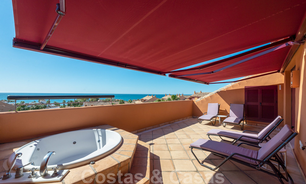 Gran Bahia: Luxury apartments for sale near the beach in a prestigious complex, just east of Marbella town 23032