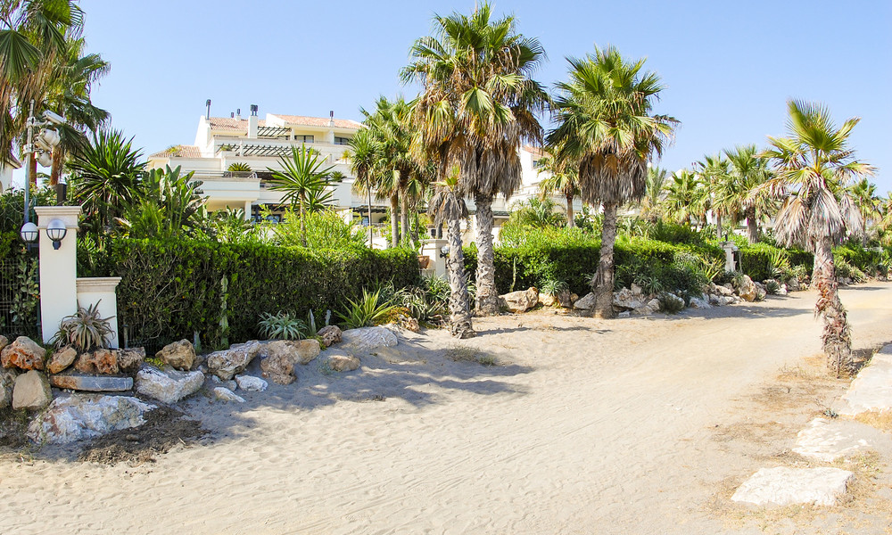 Oasis de Banus: Beachfront luxury apartments for sale on the Golden Mile, Marbella, within walking distance to Puerto Banus 23066