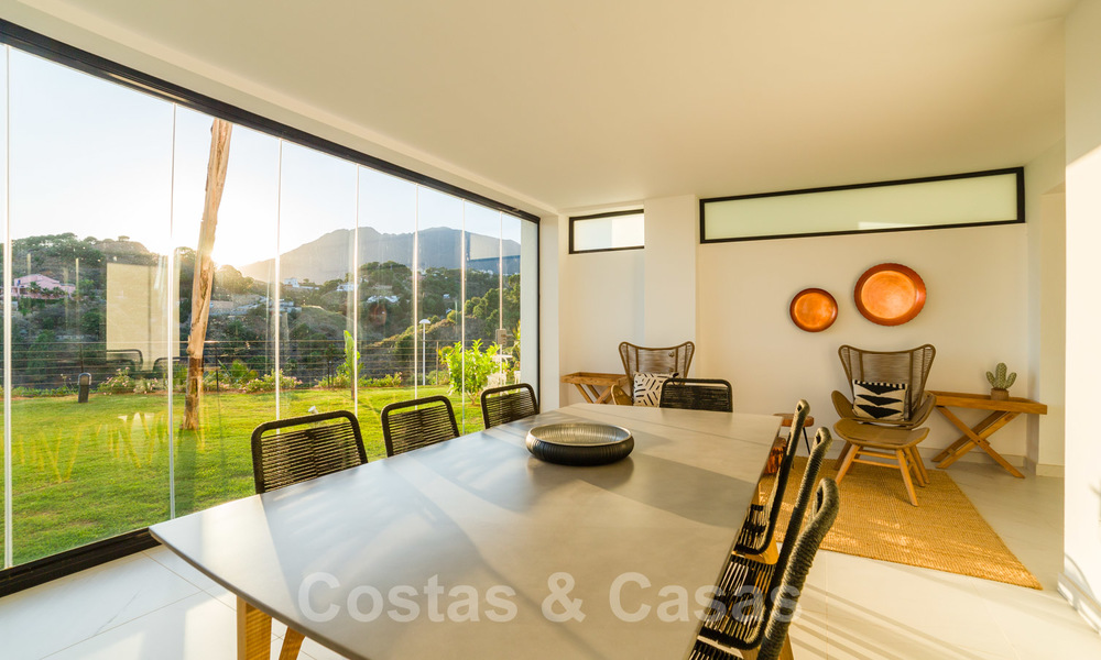 Elegant new modern apartments with panoramic mountain- and sea views for sale in the hills of Estepona 24374