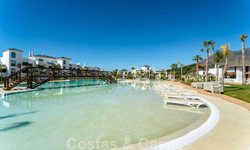 Elegant new modern apartments with panoramic mountain- and sea views for sale in the hills of Estepona 24380