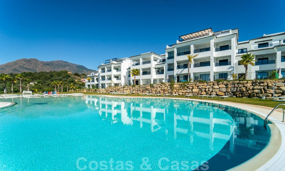 Elegant new modern apartments with panoramic mountain- and sea views for sale in the hills of Estepona 24381
