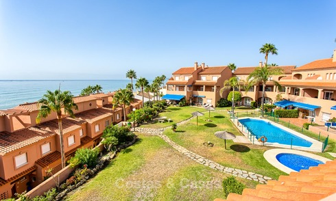 Penthouse apartment for sale in a front-line beach complex in Estepona 24647