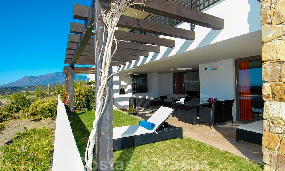 Alanda Los Flamingos Golf: Modern spacious luxury apartments with golf and sea views for sale in Marbella - Benahavis 24666
