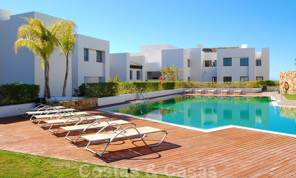Alanda Los Flamingos Golf: Modern spacious luxury apartments with golf and sea views for sale in Marbella - Benahavis 24690