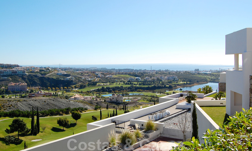 Alanda Los Flamingos Golf: Modern spacious luxury apartments with golf and sea views for sale in Marbella - Benahavis 24691