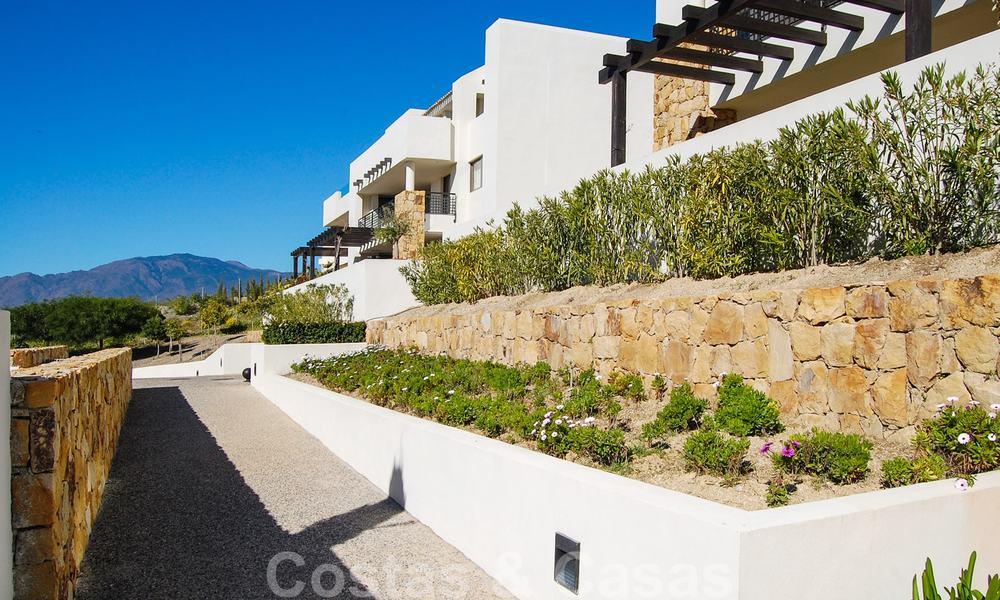 Alanda Los Flamingos Golf: Modern spacious luxury apartments with golf and sea views for sale in Marbella - Benahavis 24693