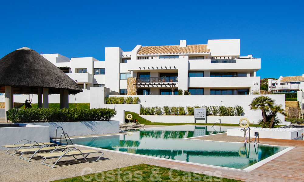 Alanda Los Flamingos Golf: Modern spacious luxury apartments with golf and sea views for sale in Marbella - Benahavis 24700