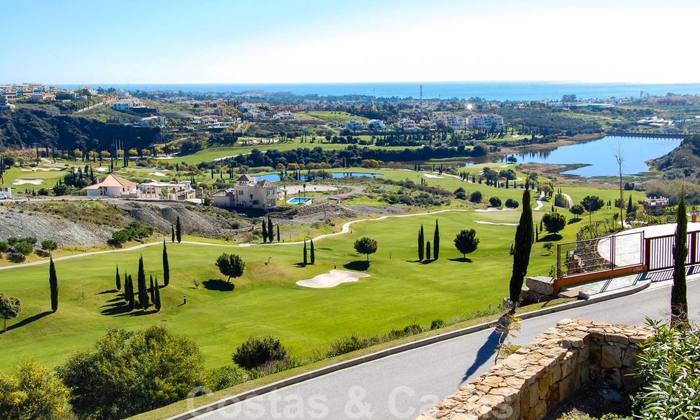 Alanda Los Flamingos Golf: Modern spacious luxury apartments with golf and sea views for sale in Marbella - Benahavis 24701