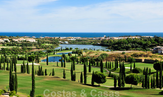 Alanda Los Flamingos Golf: Modern spacious luxury apartments with golf and sea views for sale in Marbella - Benahavis 24704