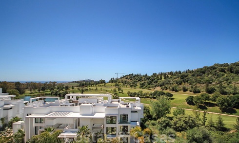 Modern penthouse apartment for sale overlooking the golf course and the Mediterranean Sea in Benahavis - Marbella 24869