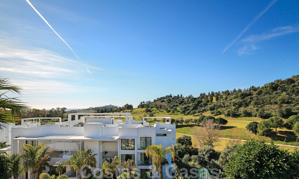 Modern apartment for sale overlooking the golf course in Benahavis - Marbella 24882