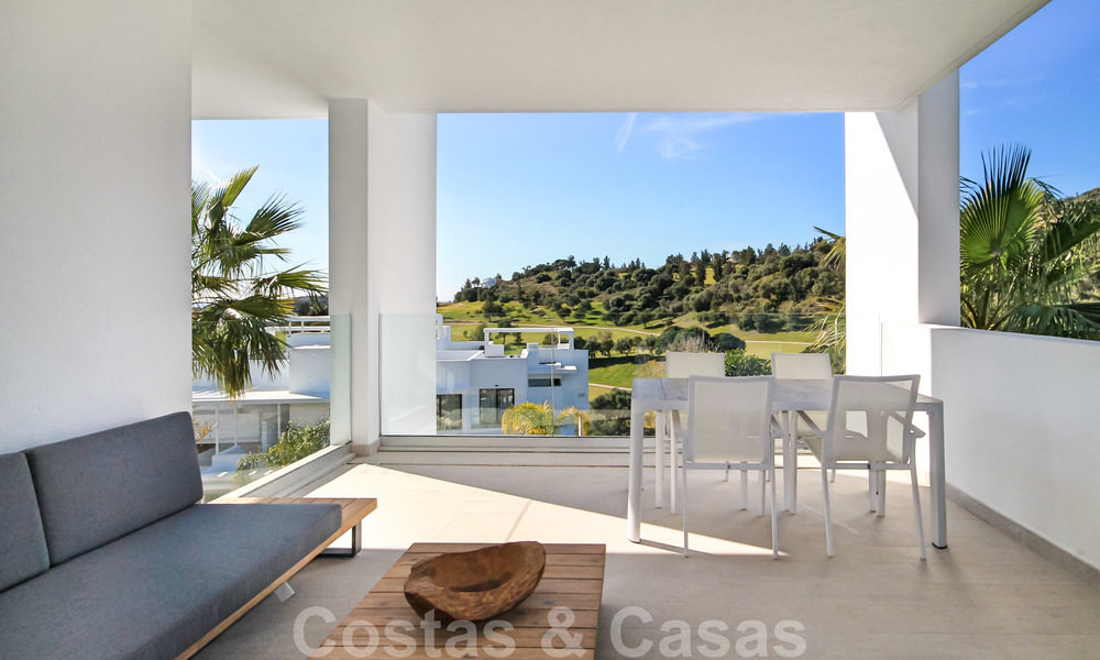 Modern apartment for sale overlooking the golf course in Benahavis - Marbella 24890