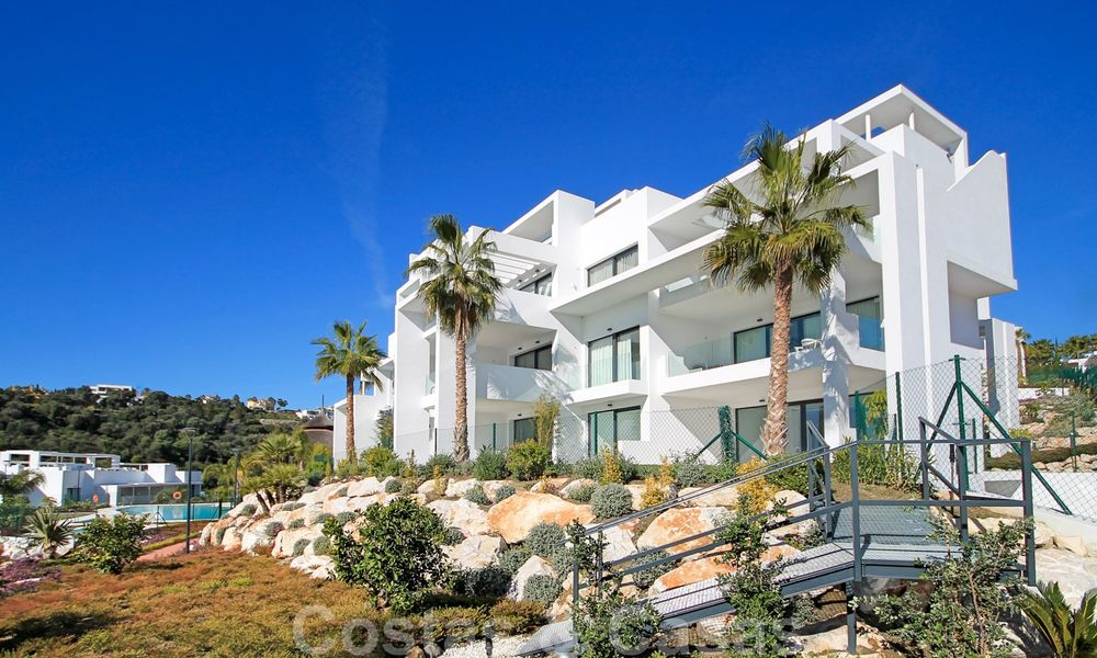 Modern apartment for sale overlooking the golf course in Benahavis - Marbella 24895