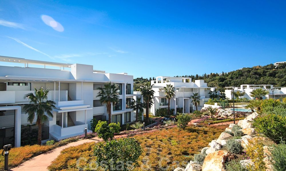 Modern apartment for sale overlooking the golf course in Benahavis - Marbella 24897