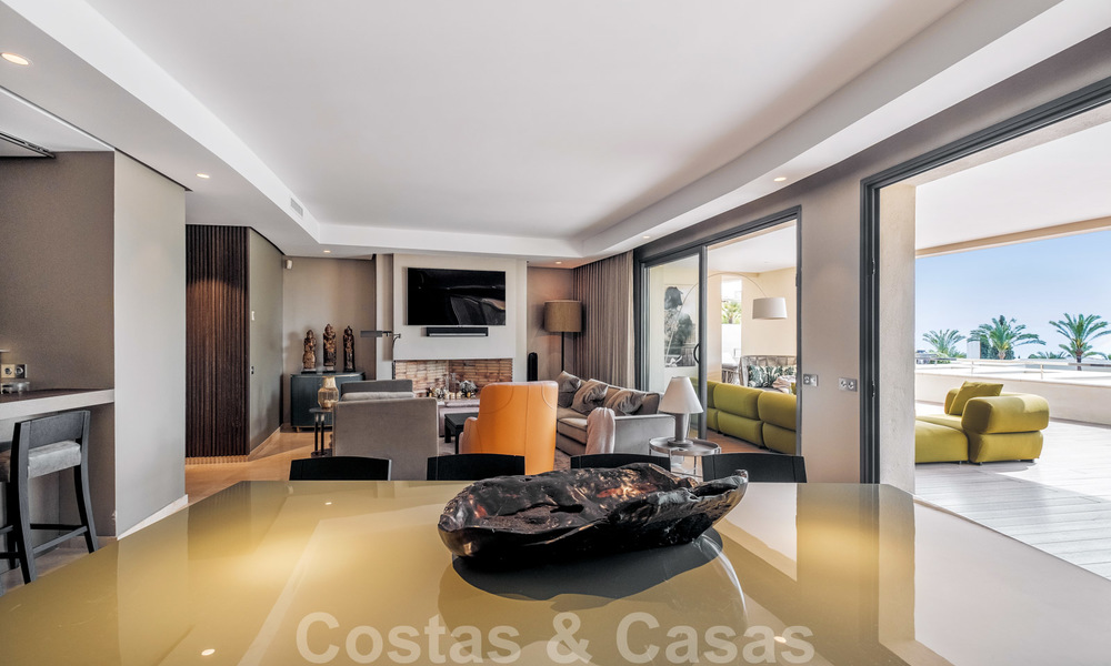 Exclusive modern apartment for sale with a contemporary luxury interior in Sierra Blanca, Golden Mile, Marbella 24975