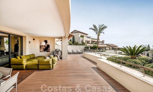 Exclusive modern apartment for sale with a contemporary luxury interior in Sierra Blanca, Golden Mile, Marbella 24978