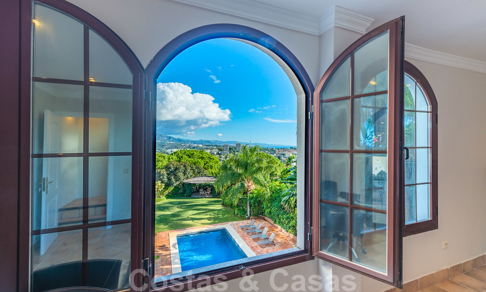 Large luxury villa for sale with stunning panoramic views over the golf valley, the mountains and the Mediterranean Sea in Nueva Andalucia, Marbella 25068