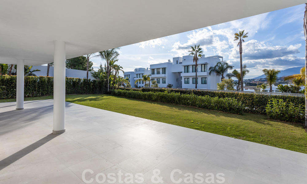 Modern design apartment for sale with spacious terrace and large garden, adjacent to the golf course in Marbella - Estepona 25404