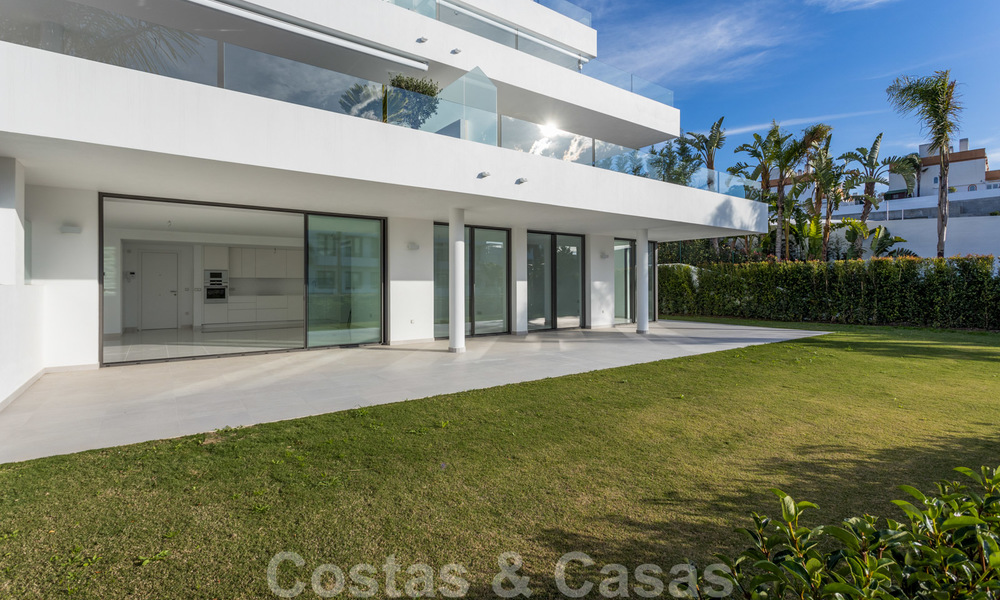Modern design apartment for sale with spacious terrace and large garden, adjacent to the golf course in Marbella - Estepona 25405