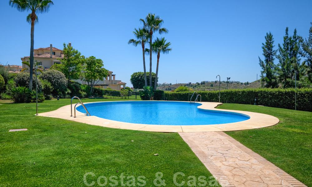 Spacious luxury apartments with a large terrace and panoramic views in a stylish complex surrounded by a golf course in Marbella - Benahavis 25160