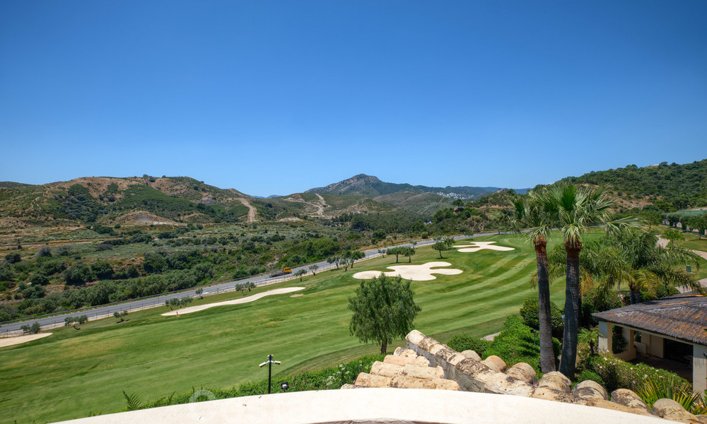 Spacious luxury apartments with a large terrace and panoramic views in a stylish complex surrounded by a golf course in Marbella - Benahavis 25161