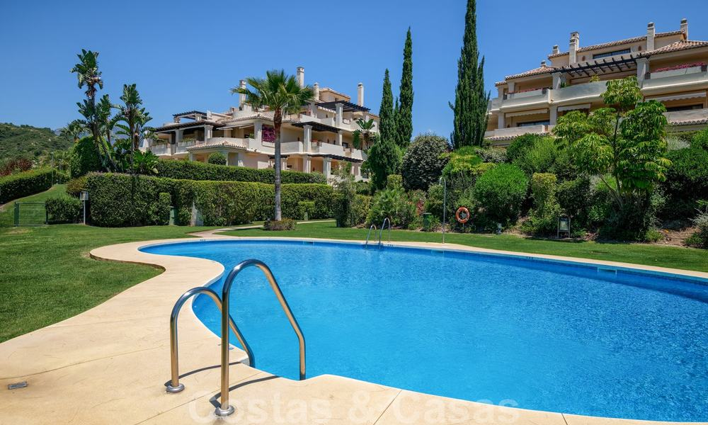 Spacious luxury apartments with a large terrace and panoramic views in a stylish complex surrounded by a golf course in Marbella - Benahavis 25168