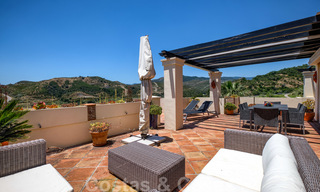 Spacious luxury apartments with a large terrace and panoramic views in a stylish complex surrounded by a golf course in Marbella - Benahavis 25171