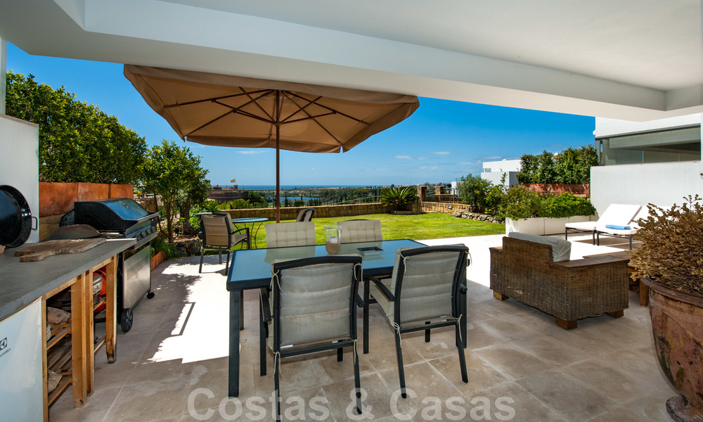 Modern front-line golf apartment with beautiful golf and sea views for sale in Los Flamingos Golf in Marbella - Benahavis 25123