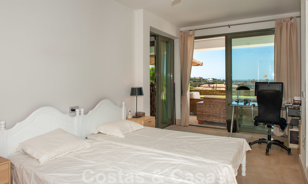 Modern front-line golf apartment with beautiful golf and sea views for sale in Los Flamingos Golf in Marbella - Benahavis 25137