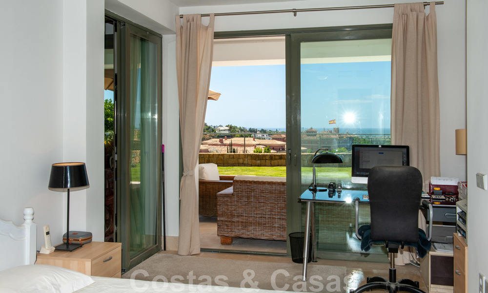 Modern front-line golf apartment with beautiful golf and sea views for sale in Los Flamingos Golf in Marbella - Benahavis 25138