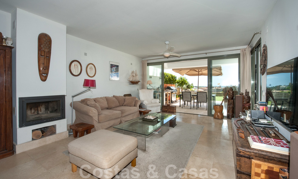 Modern front-line golf apartment with beautiful golf and sea views for sale in Los Flamingos Golf in Marbella - Benahavis 25143