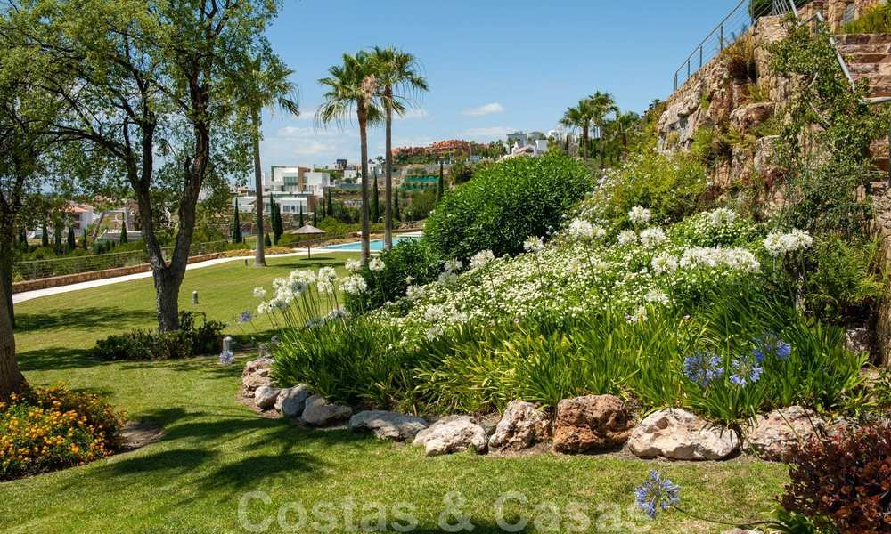 Modern front-line golf apartment with beautiful golf and sea views for sale in Los Flamingos Golf in Marbella - Benahavis 25148