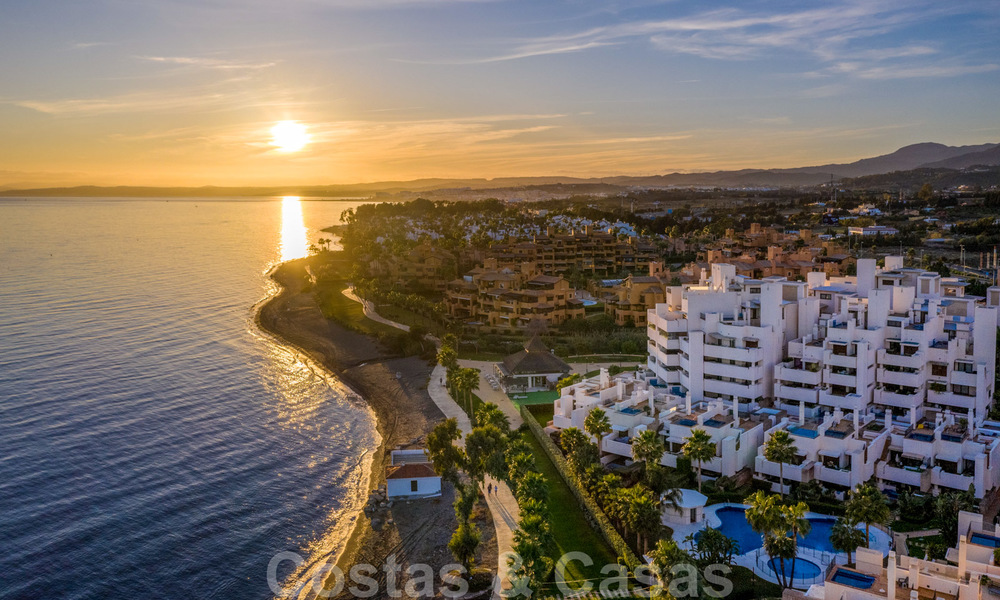 Modern apartment for sale in a frontline beach complex with sea views between Marbella and Estepona 25618