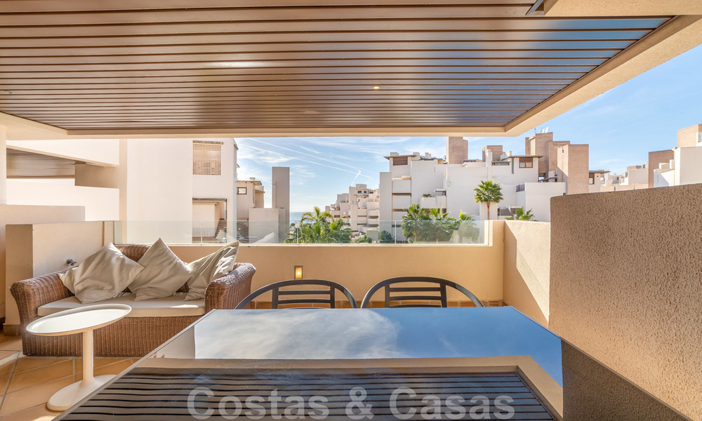 Modern apartment for sale in a frontline beach complex with sea views between Marbella and Estepona 25640
