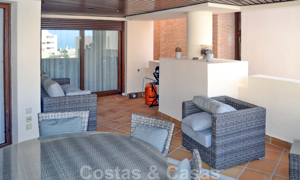 Modern apartment for sale in a first line beach complex with sea view, between Marbella and Estepona 25738