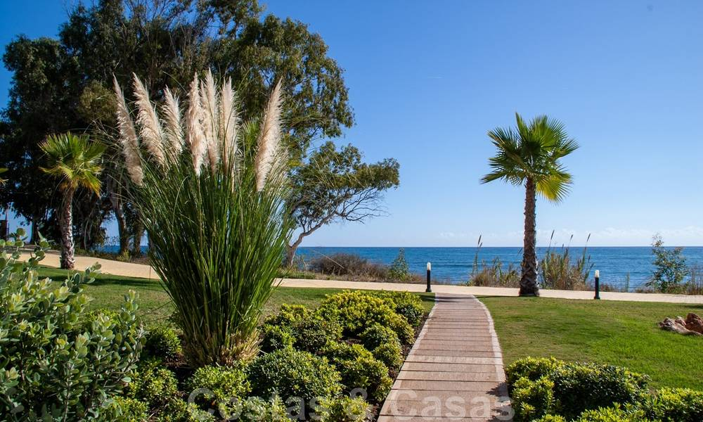 Modern apartment for sale in a first line beach complex with sea view, between Marbella and Estepona 25744
