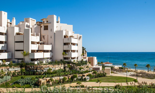 Modern apartment for sale in a first line beach complex with sea view, between Marbella and Estepona 25746