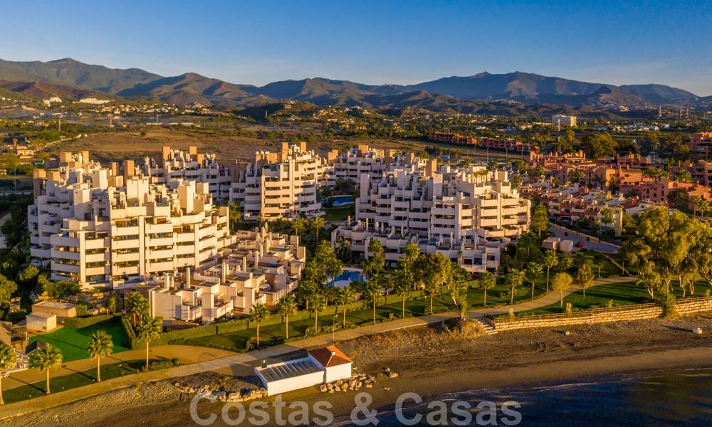 Modern apartment for sale in a first line beach complex with sea view, between Marbella and Estepona 25751