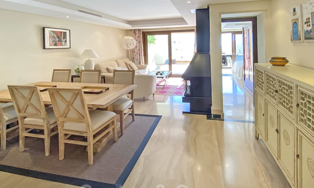 Modern penthouse for sale in a first line beach complex with private pool and sea views, between Marbella and Estepona 25758