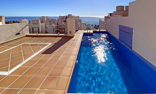 Modern penthouse for sale in a first line beach complex with private pool and sea views, between Marbella and Estepona 25768