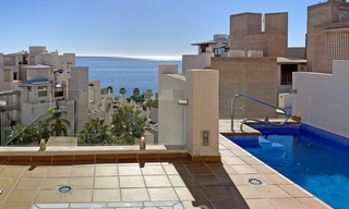Modern penthouse for sale in a first line beach complex with private pool and sea views, between Marbella and Estepona 25769