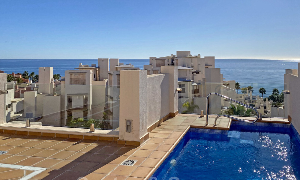 Modern penthouse for sale in a first line beach complex with private pool and sea views, between Marbella and Estepona 25770