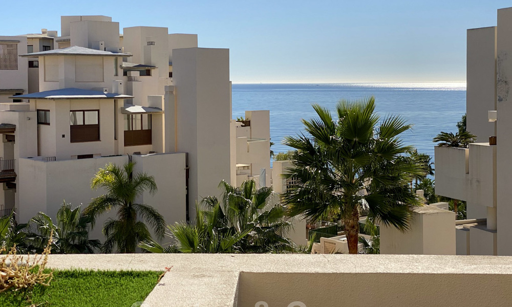 Modern penthouse for sale in a first line beach complex with private pool and sea views, between Marbella and Estepona 25773