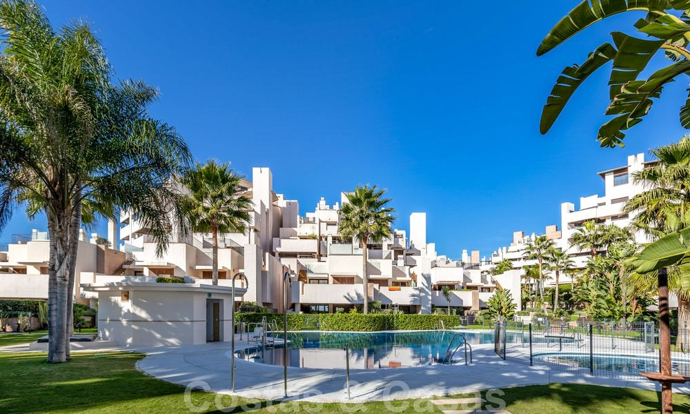 Modern penthouse for sale in a first line beach complex with private pool and sea views, between Marbella and Estepona 25776