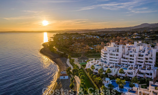 Modern penthouse for sale in a first line beach complex with private pool and sea views, between Marbella and Estepona 25786