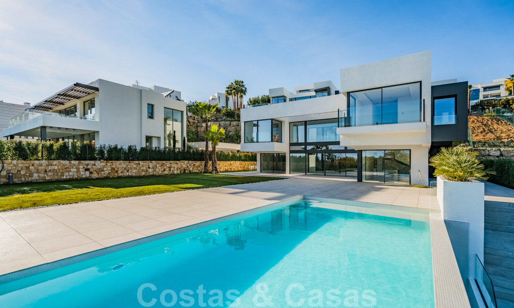 Ready to move in new modern luxury villa for sale, located directly on the golf course in Marbella - Benahavis 25865